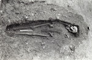 The skeleton has spine, pelvis and shoulders removed. The torso was given shape by the inclusion of a stake of burned wood. Image thanks to Warwick Rodwell – Barton upon Humber.