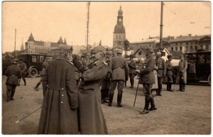 German-officers-in-Riga-during-World-War-I-SOURCE-Public-Domain-300x193